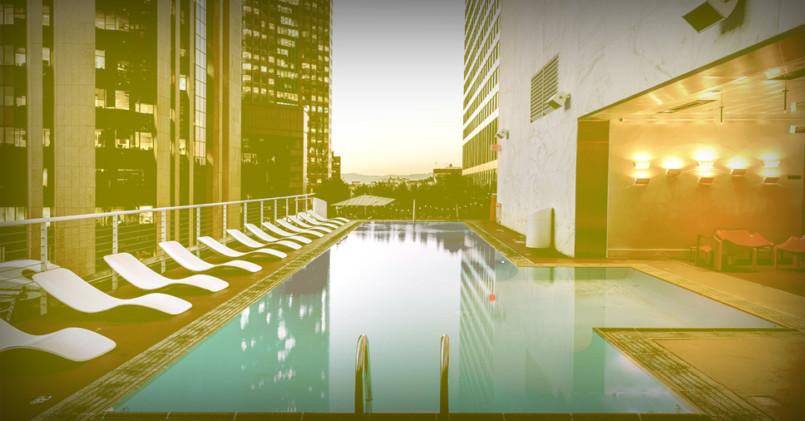 piscina de hotel vazia